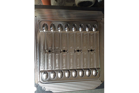 Plastic spoon injection mold